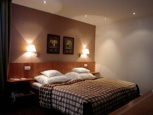 A bed or beds in a room at Hunguest Hotel Pelion