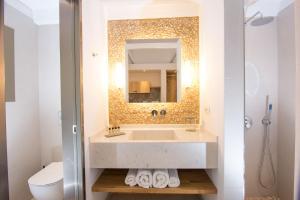 Kupatilo u objektu Louis Studios Santorini