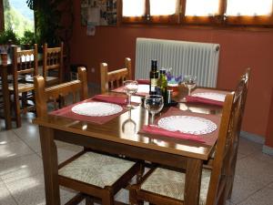 Un restaurante o sitio para comer en Hotel La Farga
