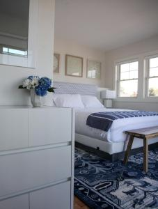 A bed or beds in a room at The Sea Breeze Inn