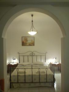 A bed or beds in a room at Pension Ilias