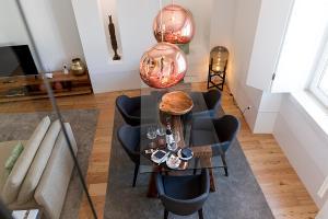 A seating area at Flora Chiado Apartments