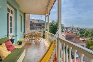 A balcony or terrace at New apartment with amazing views in Old Tbilisi