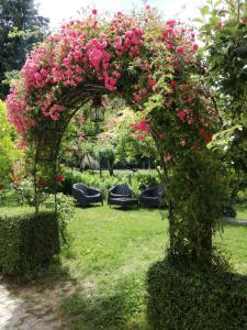 Um jardim no exterior de Quinta Do Crestelo Aparthotel