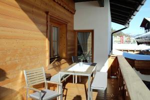 Ein Balkon oder eine Terrasse in der Unterkunft Chalet & Apartments Tiroler Bua