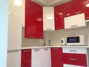 A kitchen or kitchenette at Apartment on Ivasyuka 11