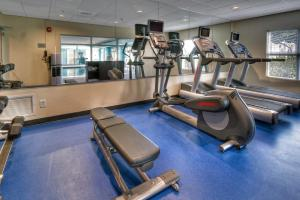 The fitness centre and/or fitness facilities at Fairfield Inn & Suites by Marriott Destin