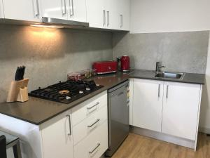 A kitchen or kitchenette at Jesmond Executive Villas