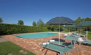 The swimming pool at or close to Residence Il Melograno