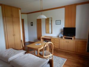 Ein Sitzbereich in der Unterkunft Gästezimmer Krappel