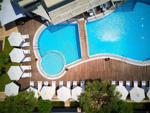 Θέα της πισίνας από το Renaissance Hanioti Resort  ή από εκεί κοντά