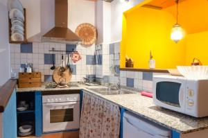 A kitchen or kitchenette at La Llar-Lo Paller del Coc