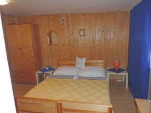 Posteľ alebo postele v izbe v ubytovaní Western Penzion