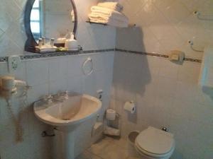 A bathroom at Pousada Refugio Comodo