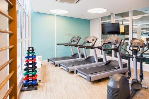 The fitness centre and/or fitness facilities at Novotel Porto Alegre Aeroporto