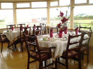A restaurant or other place to eat at Clunelly House B&B