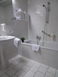Ein Badezimmer in der Unterkunft Spreewald Parkhotel