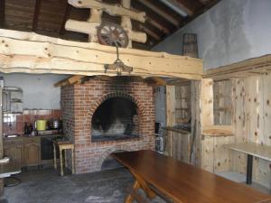 Gril dostupný pro hosty v venkovského domu