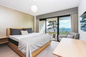 En eller flere senge i et værelse på Hotel Fredensborg