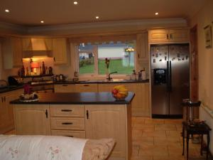 A kitchen or kitchenette at Clunelly House B&B