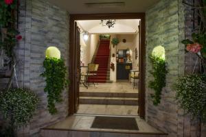The facade or entrance of Hotel Romantik Eger