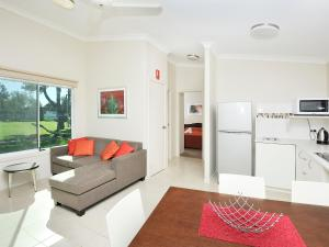 A seating area at NRMA Eastern Beach Holiday Park