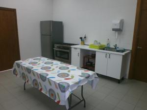 Una cocina o zona de cocina en Albergue Coto Real de la Marina