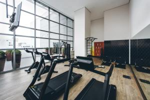 The fitness center and/or fitness facilities at Intercity Curitiba Centro Cívico
