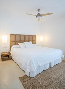 Кровать или кровати в номере Hotel Es Marès