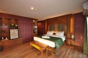 A bed or beds in a room at Chalelarn Hotel Hua Hin