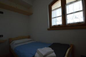 A bed or beds in a room at Rifugio Garibaldi
