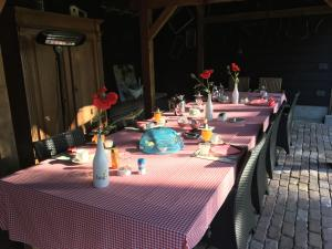 A restaurant or other place to eat at B&B Hoeve Nijssen