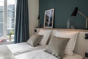 A bed or beds in a room at Le Génépy - Appart'hôtel de Charme