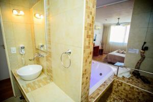 A bathroom at Hotel Necof