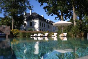 Der Swimmingpool an oder in der Nähe von Weissenhaus Grand Village