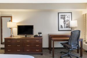 A television and/or entertainment center at Wyndham Philadelphia-Historic District