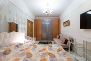 A bed or beds in a room at Автозаводская Флэтио