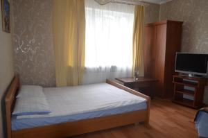 A bed or beds in a room at Apartment Zheleznodorozhnaya 4