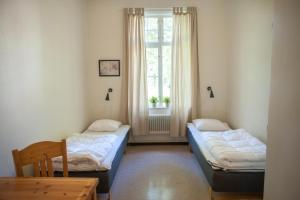 A bed or beds in a room at Ronneby Brunnspark Vandrarhem och B&B