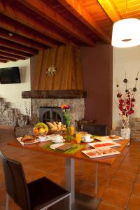 A restaurant or other place to eat at Hotel-Apartamento Rural Atxurra