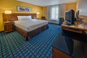 A bed or beds in a room at Fairfield Inn and Suites by Marriott Orlando Near Universal Orlando