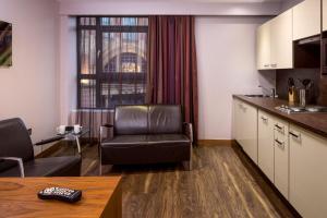 Zona de estar de Roomzzz Leeds City