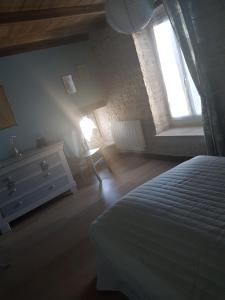 A bed or beds in a room at Gite La Ptite Lazz