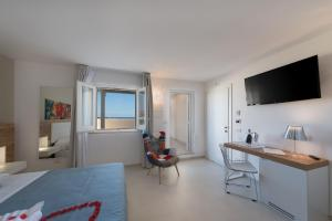A television and/or entertainment center at Artemide Hotel