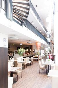 A restaurant or other place to eat at Best Western Plus City Hotel Gouda