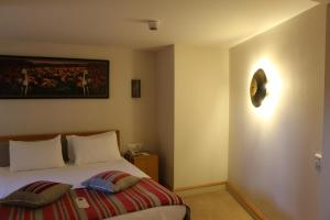 سرير أو أسرّة في غرفة في نزل كابادوكيا
