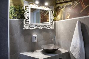 A bathroom at Voulamandis House