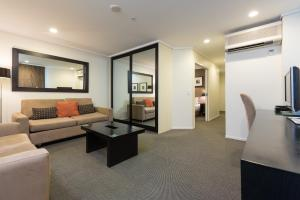 A seating area at Hotel on Devonport