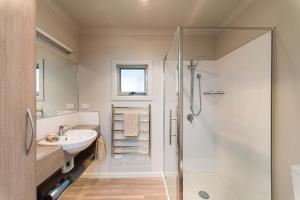 A bathroom at Leisure Ville Holiday Centre