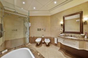 A bathroom at Hilton Beirut Habtoor Grand Hotel